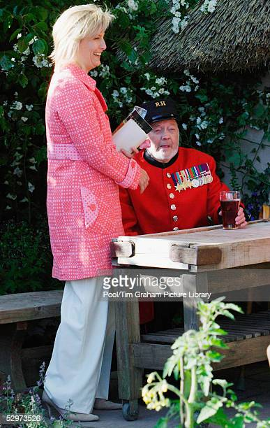Sophie Countess of Wessex chats with Chelsea Pensioner Wally Offard during a visit to the press and VIP preview day for the Chelsea Flower Show one...