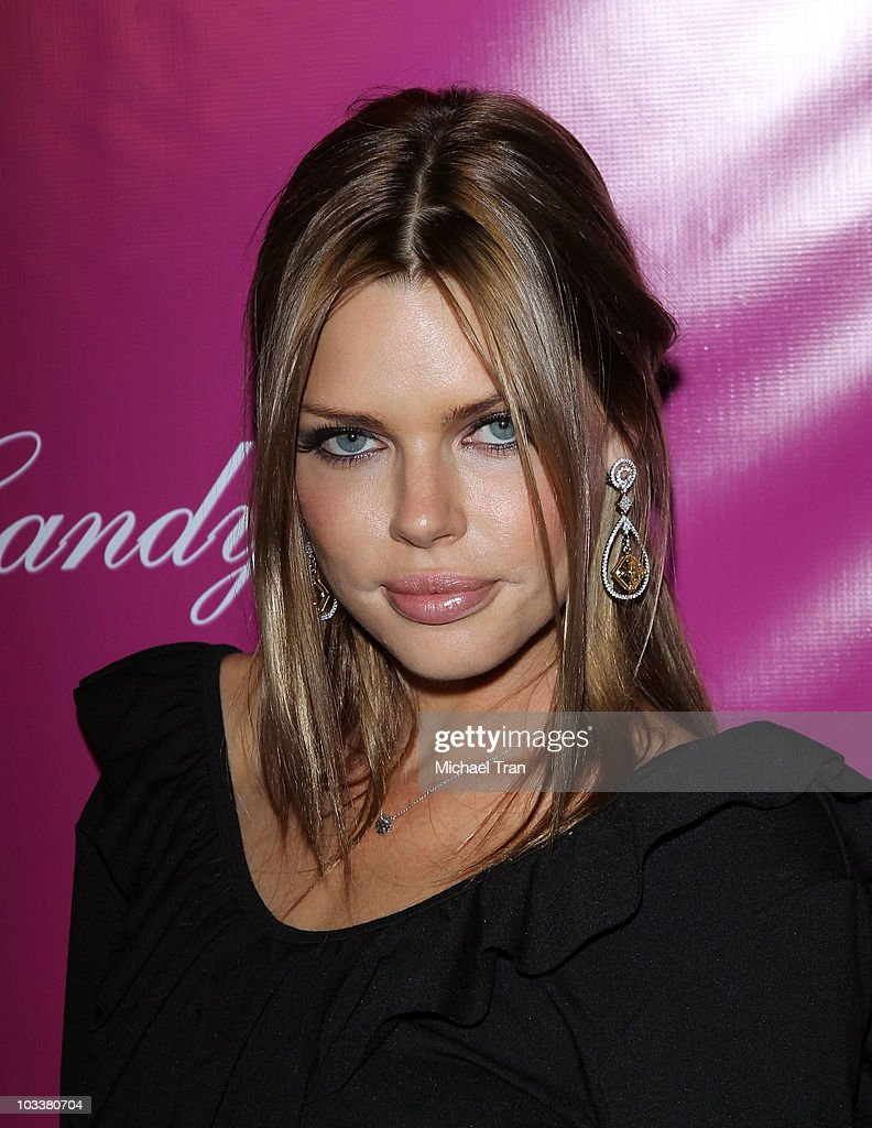 <a gi-track='captionPersonalityLinkClicked' href=/galleries/search?phrase=Sophie+Monk&family=editorial&specificpeople=204588 ng-click='$event.stopPropagation()'>Sophie Monk</a> arrives to the 'Candy Ice' jewelry launch event held at MyStudio Nightclub on August 13, 2010 in Los Angeles, California.
