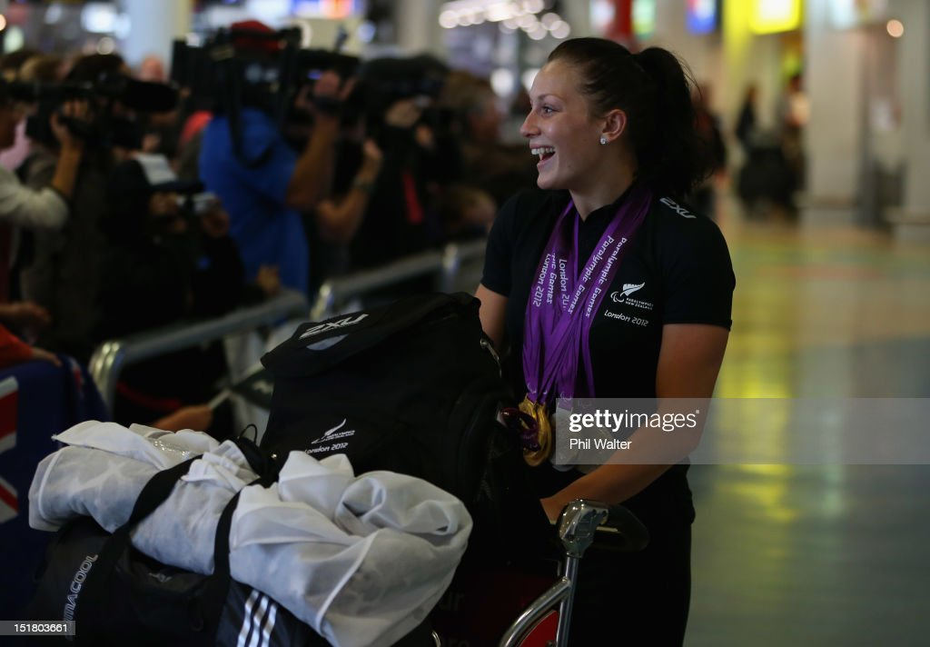 <a gi-track='captionPersonalityLinkClicked' href=/galleries/search?phrase=Sophie+Pascoe&family=editorial&specificpeople=5521857 ng-click='$event.stopPropagation()'>Sophie Pascoe</a> arrives home with her haul of six medals from the London Paralympics, during the New Zealand Paralympians arrival home at Auckland International Airport on September 12, 2012 in Auckland, New Zealand.