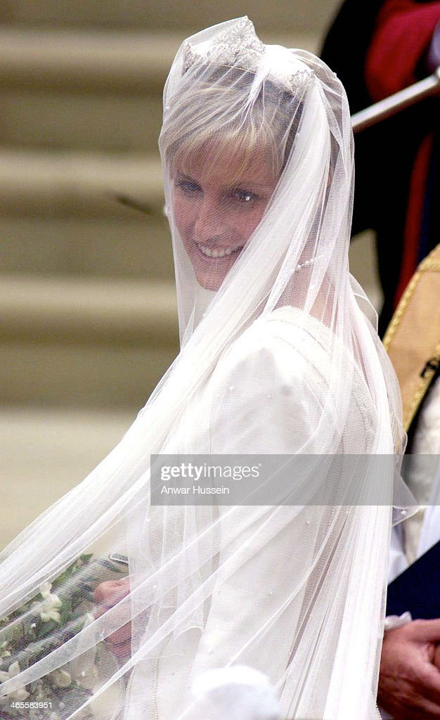 Sophie Rhys-Jones arrives at St. George's Chapel for her marriage to Prince Edward on June 19, 1999 in Windsor, England.