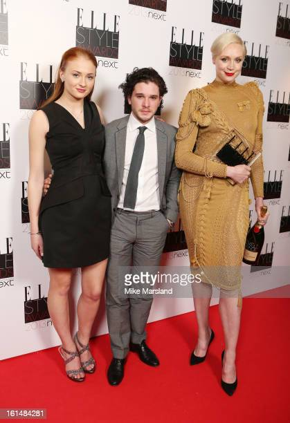¿Cuánto mide Sophie Turner? - Altura - Real height Sophie-turner-gwendoline-christie-and-kit-harington-pose-in-the-press-picture-id161484281?s=612x612