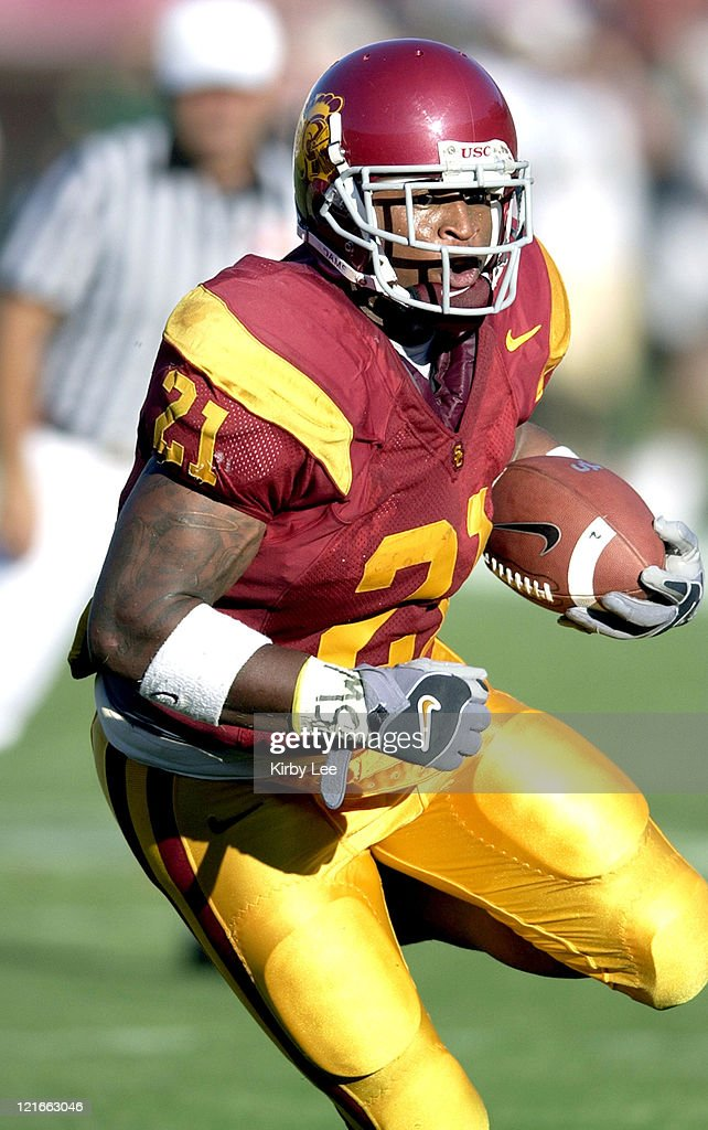 USC sophomore tailback LenDale White heads up field during the first quarter of 49-0 victory over Colorado State at the Los Angeles Memorial Coliseum on Saturday, Sept. 11, 2004.