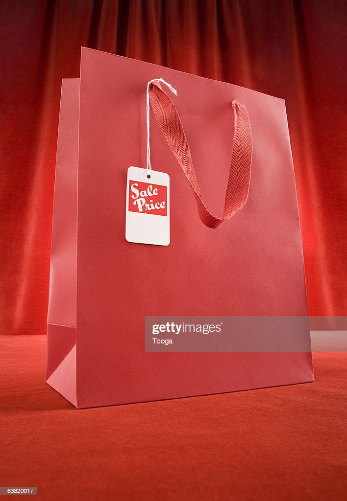 Sopping bag with sale tag : Stock Photo
