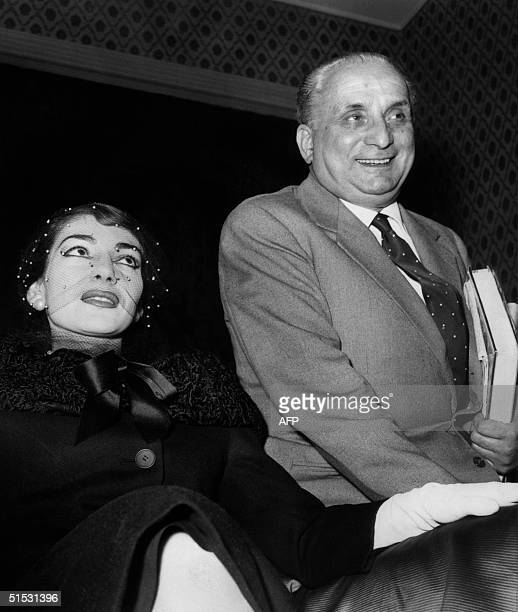 Soprano Maria Callas accompanied by her husband Giovanni Battista Meneghini gives a press conference 08 january 1958 in her hotel in Rome after she...