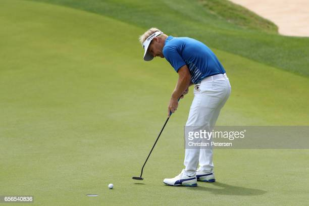 Soren Kjeldsen of Denmark putts for the win on the 17th hole over Rory McIlroy of Northern Ireland in his round one match of the World Golf...