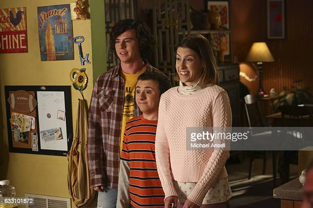 THE MIDDLE 'Sorry Not Sorry' Frankie and Mike frantically attempt to shut off the water and save some treasured items when the pipes burst in the...