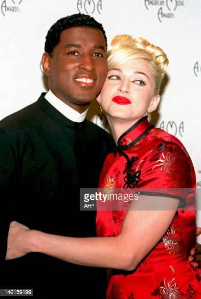 Soul singer Babyface and Madonna pose 30 January 1995 after performing a duet of her song 'Take a Bow' at the 22nd Annual American Music Awards in...