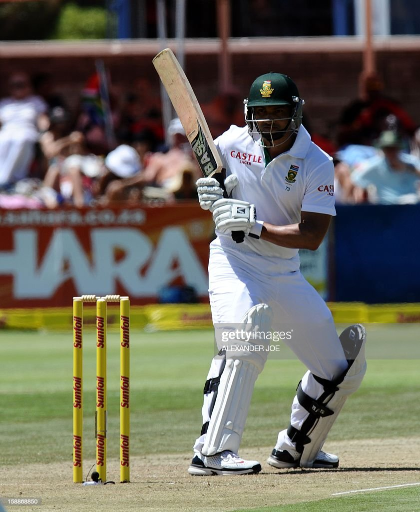 South Africa batsman Alviro Petersen, keeps his eye on the ball from unseen New Zealnad, cricketer Chris Martinon day one of the first Test match between South Africa and New Zealand in Cape Town at Newlands on January 2, 2013. AFP PHOTO / ALEXANDER JOE