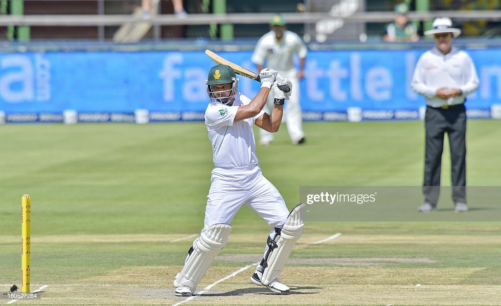 South Africa batsman Alviro Petersen, lines up a shot from Pakistan, bowler Junaid Khan, on day two of the first Test match between South Africa and Pakistan, in Johannesburg at Wanderers Stadium on February 2, 2013. AFP PHOTO / str