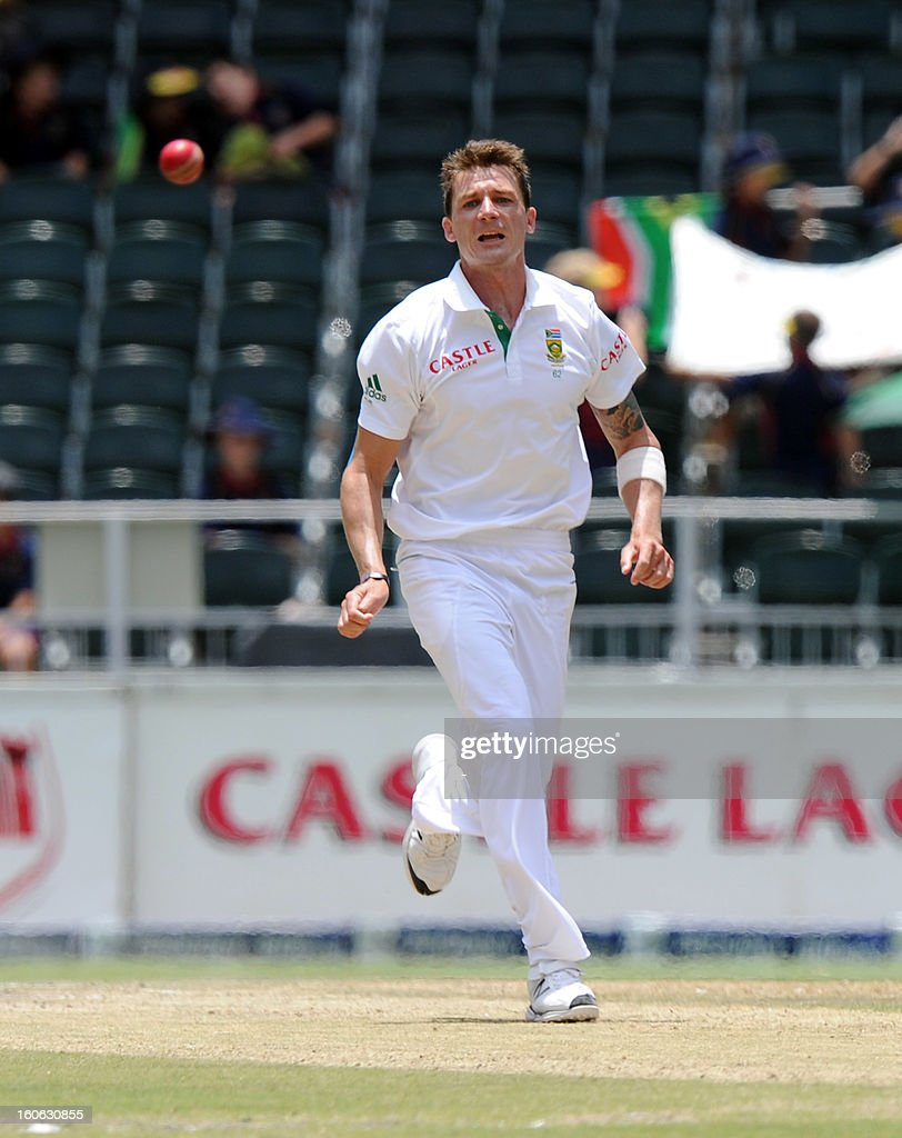 South Africa bowler Dale Steyn runs on February 4, 2013 on day four of the first Test match against Pakistan at Wanderers stadium in Johannesburg. AFP PHOTO / STRINGER