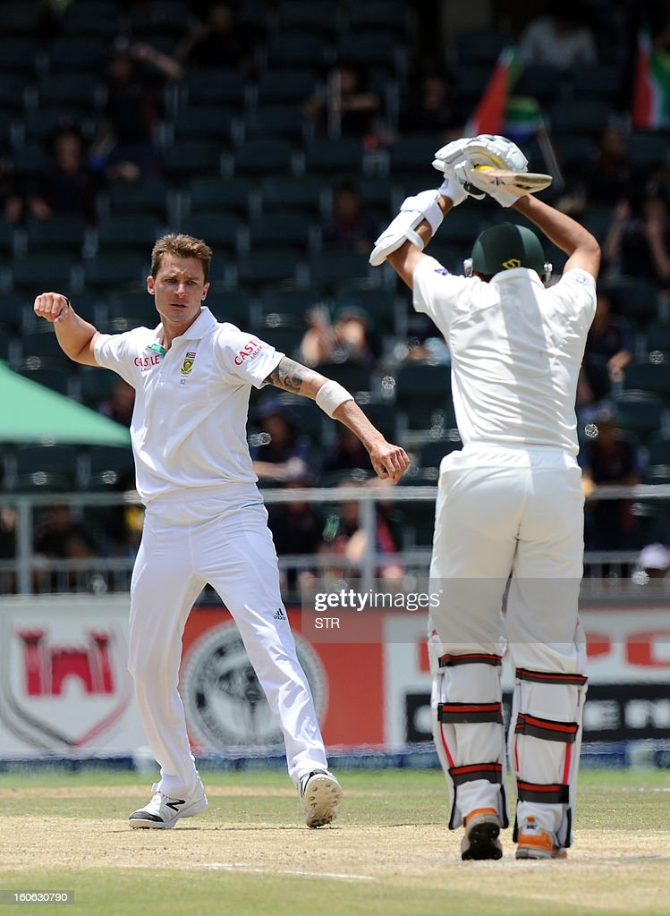 South Africa bowler Dale Steyn (L) takes the wicket of Pakistan's Junaid Khan on day four of the first Test match between South Africa and Pakistan, in Johannesburg at Wanderers Stadium on February 4, 2013. AFP PHOTO / Stringer