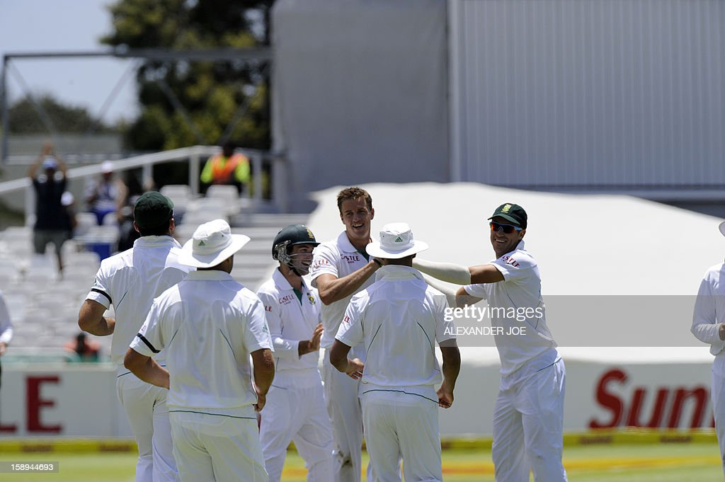 South Africa bowler Morne Morkel celebrates the dissmissal of New Zealand batsman Dean Brownile for 109 runs on day 3 of the first Test match between South Africa and New Zealand, in Cape Town at Newlands on January 4, 2013. AFP PHOTO / ALEXANDER JOE