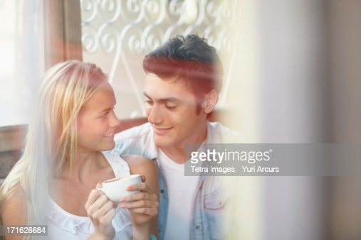South Africa, Cape Town, Couple drinking tea in cafe : Foto de stock