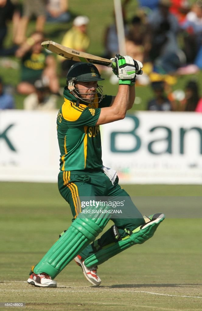 South Africa captain A B de Villiers bats during the match between Australia and South Africa in the one day international tri-series which includes Zimbabwe at the Harare Sports Club, on August 27, 2014. AFP Photo/ Jekesai Njikizana.