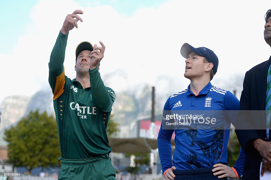 South Africa captain AB de Villiers tosses the coin alongside England captain <a gi-track='captionPersonalityLinkClicked' href=/galleries/search?phrase=Eoin+Morgan&family=editorial&specificpeople=689581 ng-click='$event.stopPropagation()'>Eoin Morgan</a> ahead of the 5th Momentum ODI match between South Africa and England at Newlands Stadium on February 14, 2016 in Cape Town, South Africa.