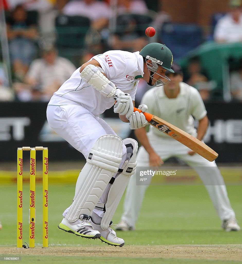 South Africa captain Graeme Smith is almost hit on the head by a ball on January 11, 2013 during the first day of the second and final Test against New Zealand at St George's Park in Port Elizabeth. AFP PHOTO / Anesh Debiky