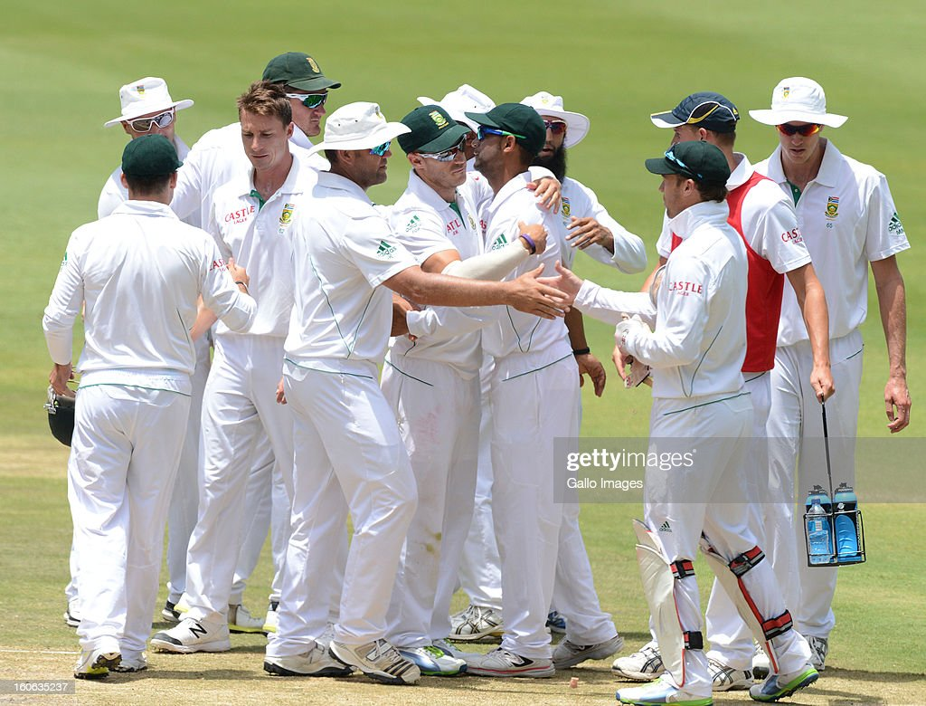 South Africa celebrate the win during day 4 of the 1st Test match between South Africa and Pakistan at Bidvest Wanderers Stadium on February 4, 2013 in Johannesburg, South Africa.