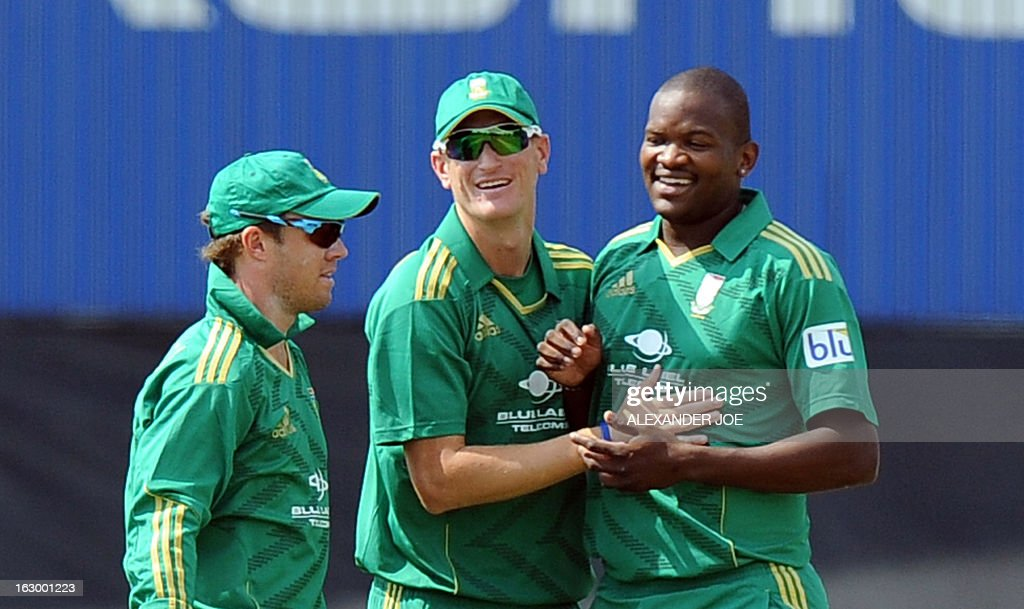 South Africa cricketer Lonwabo Tsotsobe (R) celebrates with teammates on March 3, 2013 the dismissal of Pakistan's opening batsman Nasir Jamshed (unseen) for 13 runs during the T20 cricket match between South Africa and Pakistan at SuperSport Park in Centurion.