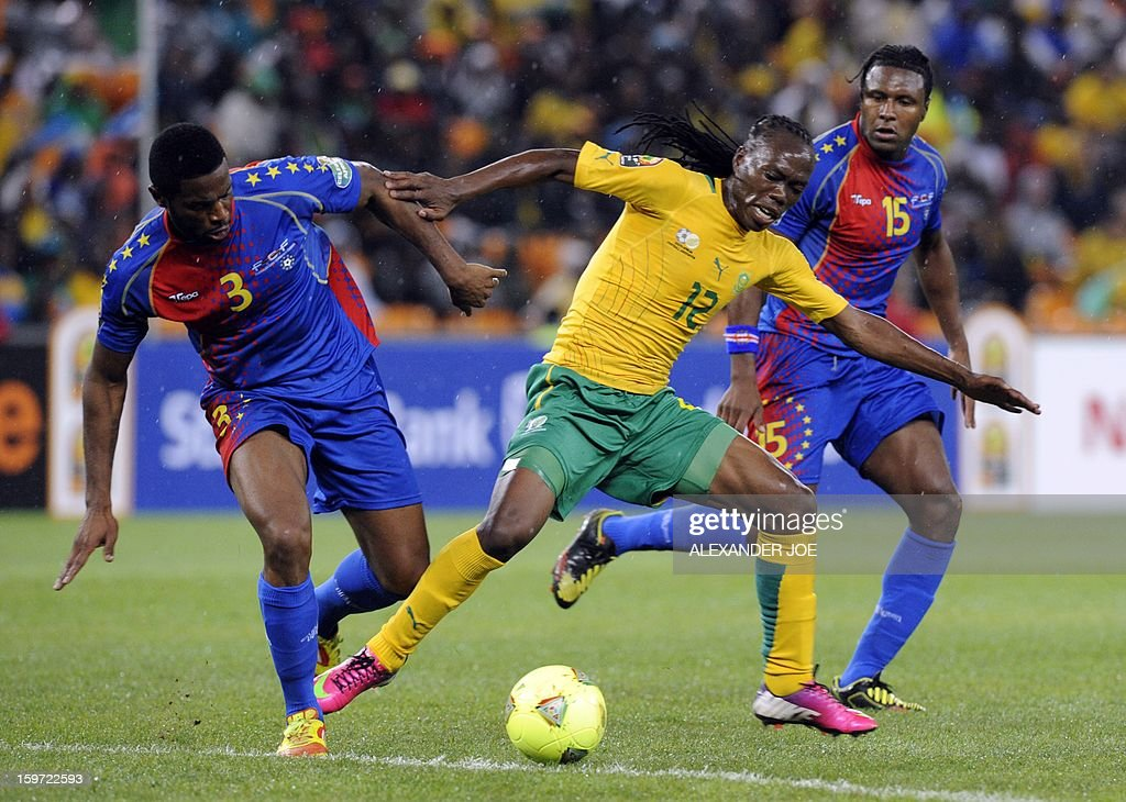 South Africa midfielder Reneilwe Letsholonyane (C) fights for the ball with Cape Verde defender Fernando Varela on January 19, 2013 during a 2013 African Cup of Nation Group A football match at Soccer City in Soweto.