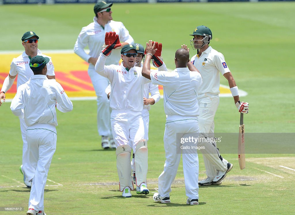 South Africa players celebrate the wicket of Umar Gul for a duck during day 2 of the 1st Test match between South Africa and Pakistan at Bidvest Wanderers Stadium on February 02, 2013 in Johannesburg, South Africa.