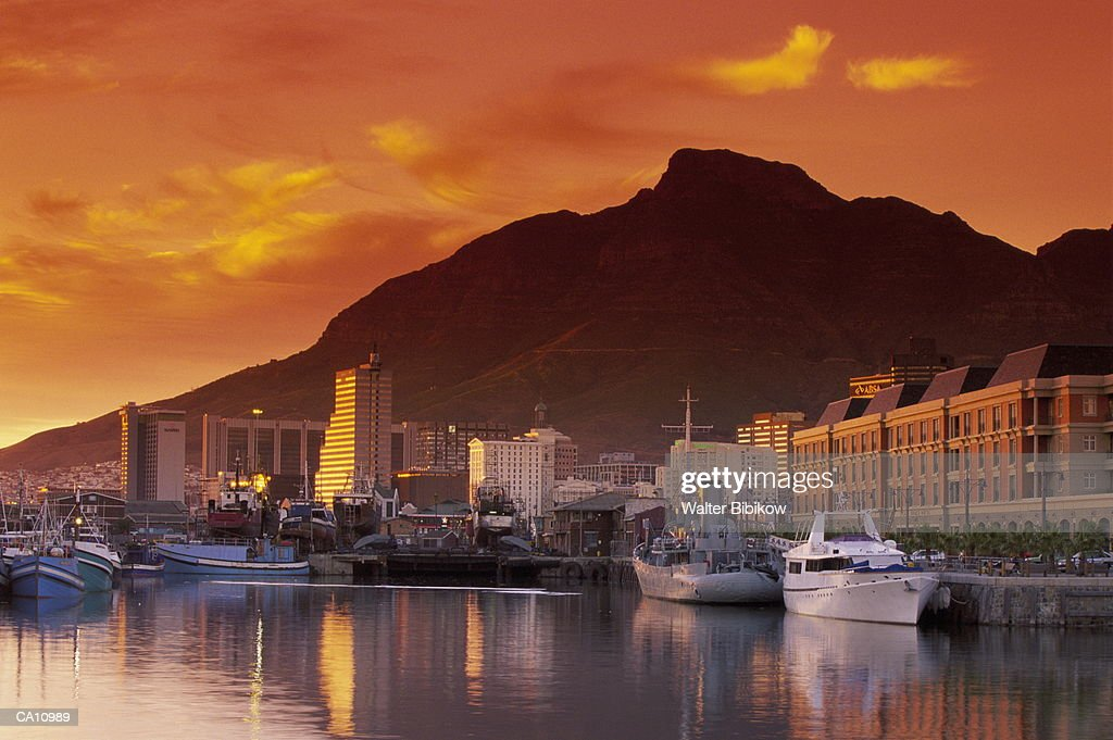 South Africa, Western Cape, Capetown, Alfred Basin and Table Mountain : Stock Photo