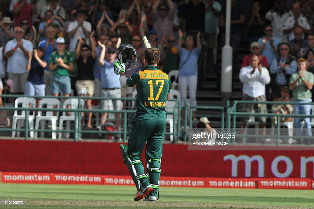 South African batsman, AB de VIlliers, acknowledges the crowd's applause on reaching his century during 5th and final One Day International (ODI) match, being played against South Africa, at Newlands on February 14, 2016, in Cape Town. This match decides the ODI series as both teams have won 2 matches. / AFP / RODGER BOSCH