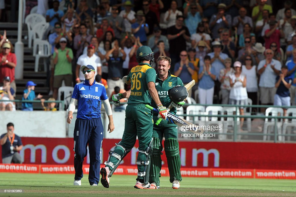 South African batsman, AB de VIlliers (R), is congratulated by teammate, David Wiese (C), after DeVilliers reached his century during 5th and final One Day International (ODI) match, being played against South Africa, at Newlands on February 14, 2016, in Cape Town. This match decides the ODI series as both teams have won 2 matches. / AFP / RODGER BOSCH