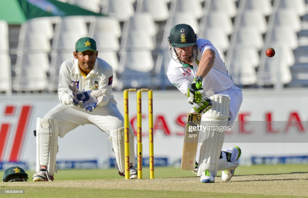South African batsman AB de Villiers (R) lines up a shot from Pakistan bowler Saeed Ajmal on day two of the first test match between South Africa and Pakistan in Johannesburg at Wanderers Stadium on February 2, 2013.