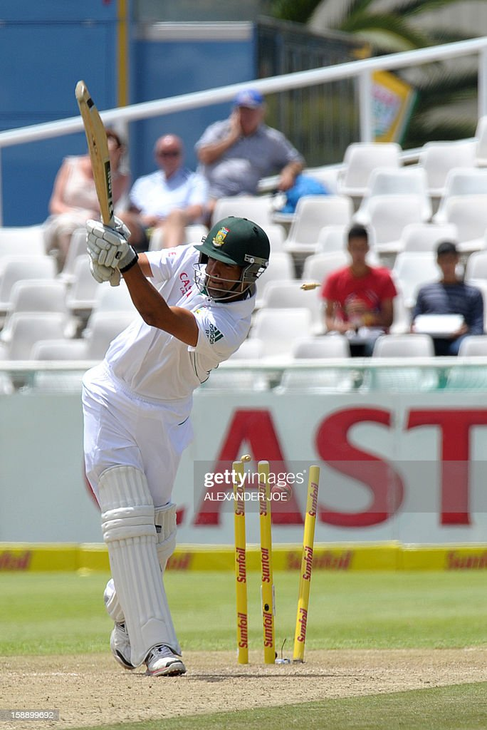 South African batsman Robin Peterson is clean bowled by New Zealand's Chris Martin on day two of the first Test match between South Africa and New Zealand, in Cape Town at Newlands on January 3, 2013.
