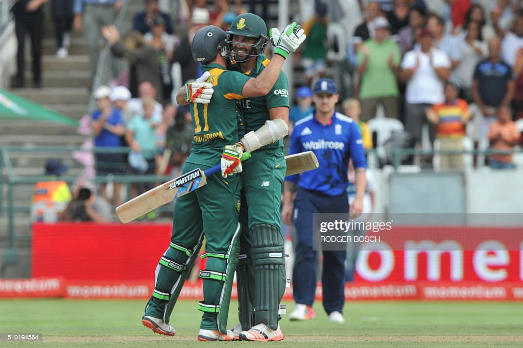 South African batsmen, AB de Villiers(L), and David Wiese, congratulate each other on scoring the final run to win the final One Day International (ODI) match, being played against South Africa, at Newlands on February 14, 2016, in Cape Town. South Africa won the ODI 3-2. / AFP / RODGER BOSCH