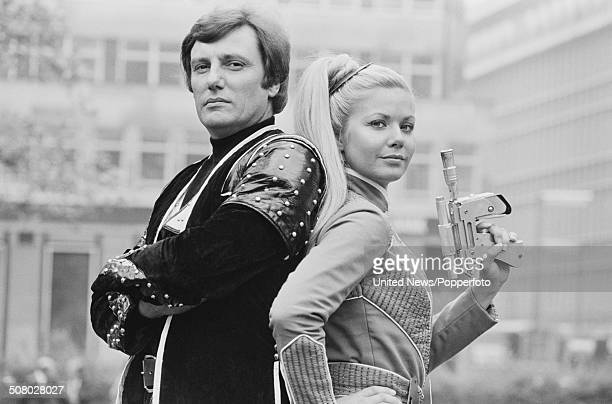 South African born actress Glynis Barber and English actor Paul Darrow posed together dressed in character as Soolin and Kerr Avon during the press...