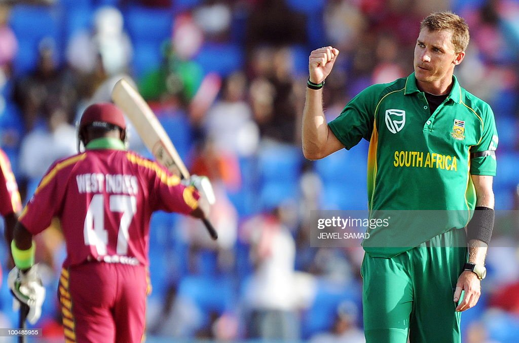 South African bowler Dale Steyn (R) celebrates dismissing West Indies cricketer Dwayne Bravo (L) during the second One Day International match between West Indies and South Africa at the Sir Vivian Richards Stadium in St John's on May 24, 2010. Batting first, South Africa scored 300-runs at the end of their innings. AFP PHOTO/Jewel Samad