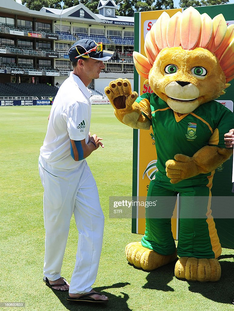 South African bowler Dale Steyn gets a high five from the protea mascot on day four of the first Test match between South Africa and Pakistan, at Wanderers Stadium in Johannesburg on February 4, 2013. AFP PHOTO / Stringer