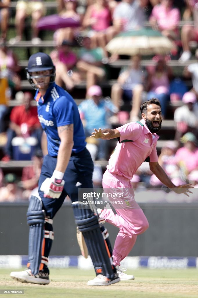South African bowler Imran Tahir(C)celebrates the dismissal of England's batsman Ben Stokes (L) during the fourth One Day International (ODI) cricket match between England and South Africa at Wanderers on February 12, 2016 in Johannesburg, South Africa. South African players are dressed in pink to raise awareness for breast cancer. / AFP / GIANLUIGI GUERCIA