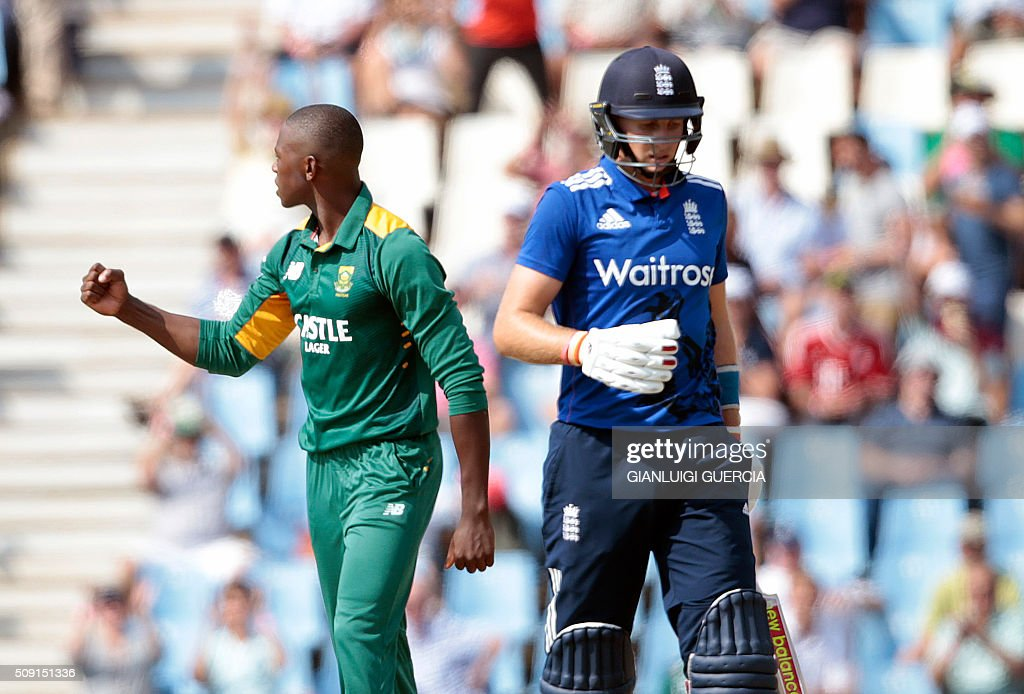 South African bowler Kagiso Rabada (L) celebrates the dismissal of England's batsman Alex Hales (not in picture) during the third One Day International match between England and South Africa at Supersport park on February 9, 2016 in Centurion. / AFP / GIANLUIGI GUERCIA