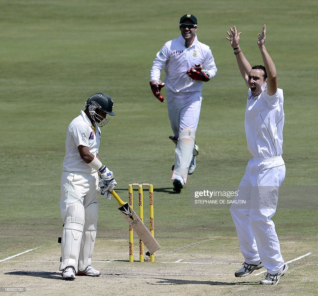 South African bowler Kile Abbott (R) celebrates the dismissal of Pakistan batsman Imran Farhat (L) after being caught behind by wicketkeeper AB de Villiers (C) during the third day of the third Test match between South Africa and Pakistan on February 24, 2013 at Super Sport Park in Centurion.