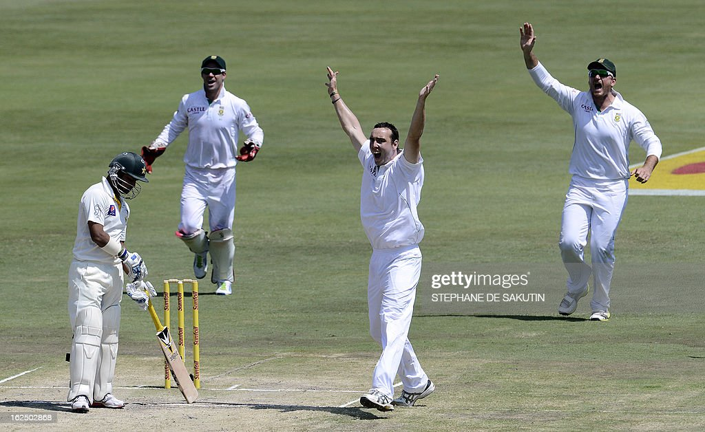 South African bowler Kile Abbott (2ndR) celebrates the dismissal of Pakistan batsman Imran Farhat (L) after being caught behind by wicketkeeper AB de Villiers (2ndL) during the third day of the third Test match between South Africa and Pakistan on February 24, 2013 at Super Sport Park in Centurion.