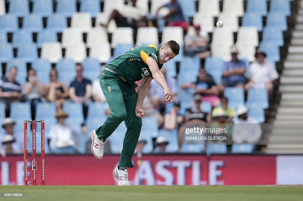 South African bowler Morne Morkel delivers a ball during the third One Day International (ODI) match between England and South Africa at the Supersport park on February 9, 2016 in Centurion, South Africa. GUERCIA