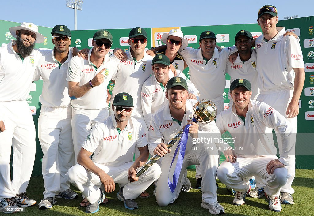 South African Cricket squad poses after their victory over Pakistan during the third day of the third Test match between South Africa and Pakistan on February 24, 2013 at Super Sport Park in Centurion. AFP PHOTO / STEPHANE DE SAKUTIN