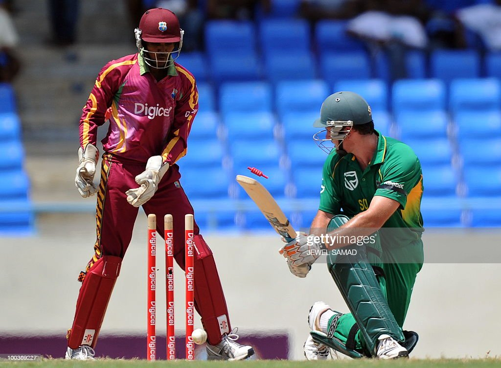 South African cricket team captain Graeme Smith (R) is clean bowled of West Indies bowler Nikita Miller as wicketkeeper Denesh Ramdin looks on during the second One Day International match between West Indies and South Africa at the Sir Vivian Richards Stadium in St John's on May 24, 2010. AFP PHOTO/Jewel Samad