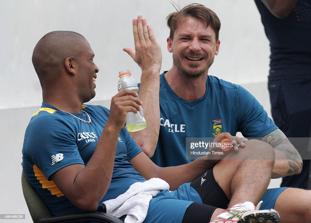South africa cricket team players images - horizontally aligning images inside div