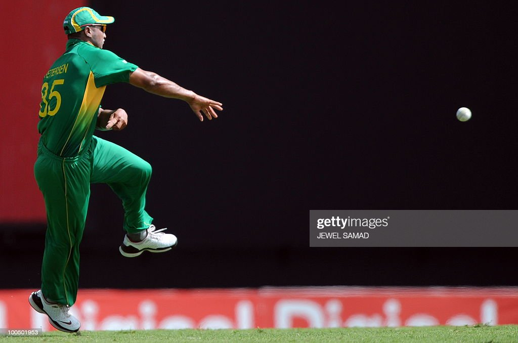 South African cricketer Alviro Petersen fields the ball during the second One Day International match between West Indies and South Africa at the Sir Vivian Richards Stadium in St John's on May 24, 2010. Batting first, South Africa scored 300-runs at the end of their innings. AFP PHOTO/Jewel Samad