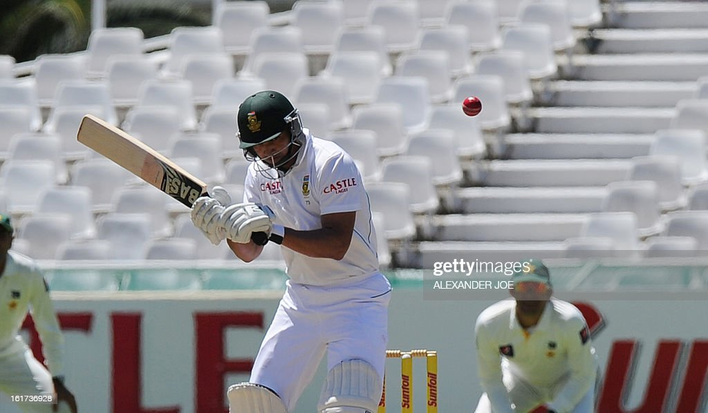 South African cricketer Alviro Petersen lines up a shot from unseen Pakistani cricketer Umar Gul on day two of the 2nd Test between South Africa and Pakistan , in Cape Town at Newlands on February 15, 2013. AFP PHOTO / ALEXANDER JOE