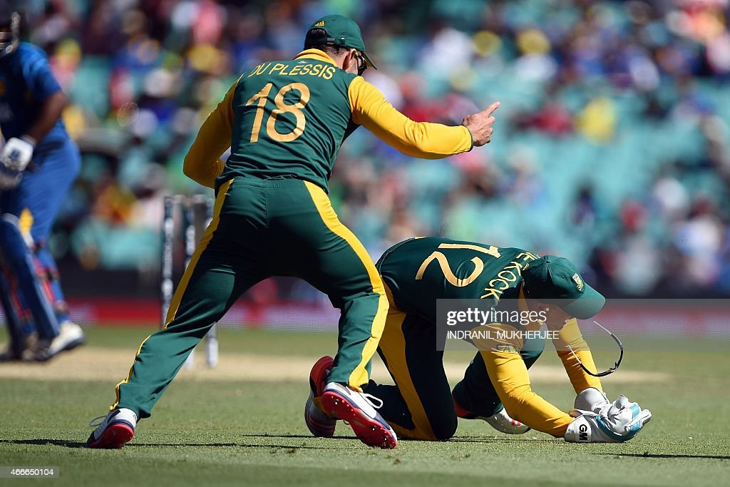 South African cricketer Faf du Plessis (L) reacts as wicketkeeper Quinton de Kock (R) takes a catch to dismiss Sri Lankan cricketer Kusal Perera at the Sydney Cricket Ground during the 2015 Cricket World Cup quarter-final match between Sri Lanka and South Africa in Sydney on March 18, 2015.
