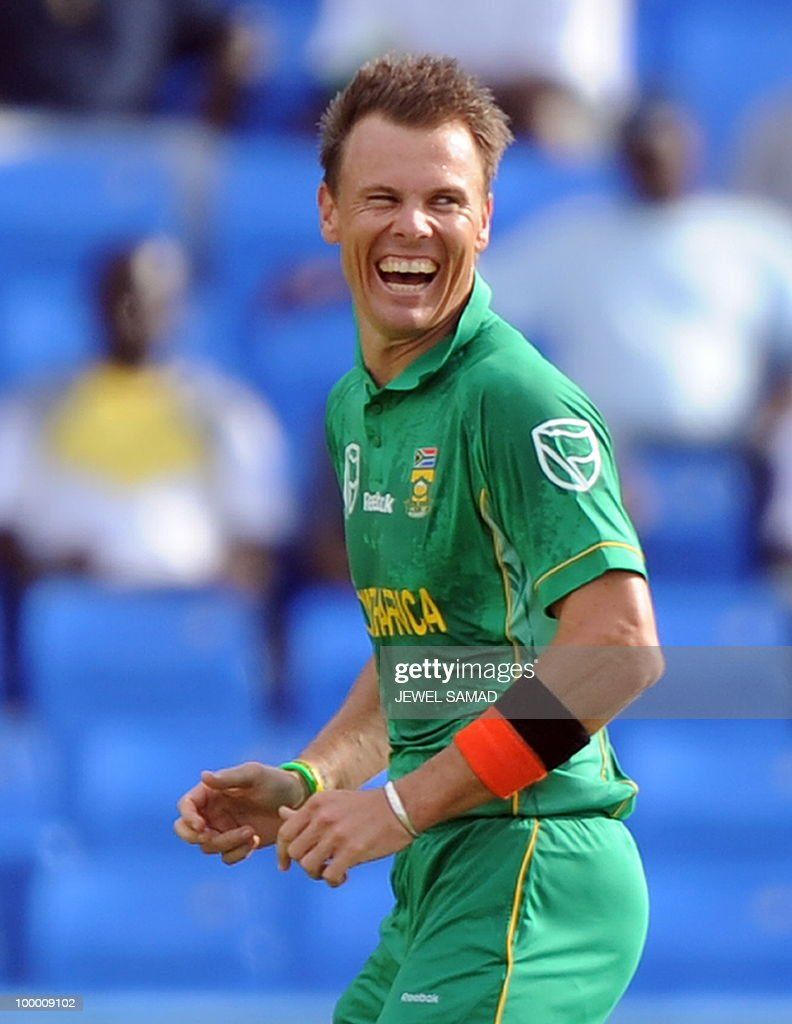 South African cricketer Johan Botha celebrates after dismissing West Indies batsman Dwayne Bravo during the first T20 match between West Indies and South Africa at the Sir Vivian Richards Stadium in St John's on May 19, 2010. South Africa have scored 136/7 at the end of their innings. AFP PHOTO/Jewel Samad