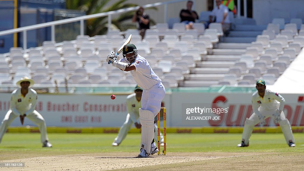 South African cricketer Vernon Philander plays a shot from unseen Pakistan bowler Muhammad Irfan on Day 3 of the Second Test between South Africa and Pakistan at Newlands in Cape Town on February 16, 2013. AFP PHOTO / ALEXANDER JOE