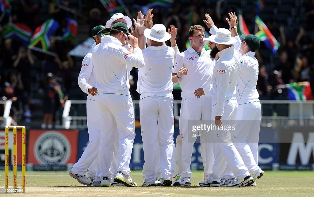South African fast bowler Dale Steyn (C) celebrates with teammates the wicket of Shafiq Asad on day four of the first test match between South Africa and Pakistan on February 4, 2013 at Wanderers Stadium in Johannesburg. AFP PHOTO