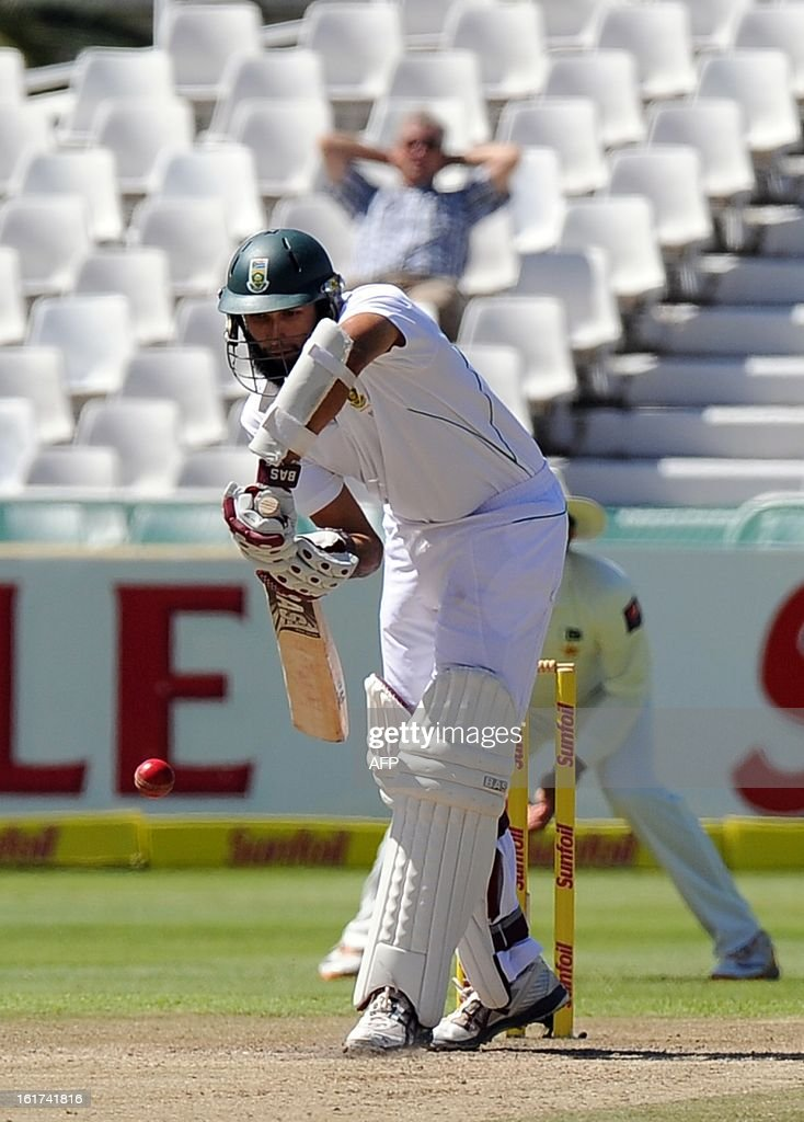 South African Hashim Amla plays a shot from unseen Pakistan cricketer Muhammad Irfan during the 2nd Test between South Africa and Pakistan , in Cape Town at Newlands on February 15, 2013. AFP PHOTO / ALEXANDER JOE