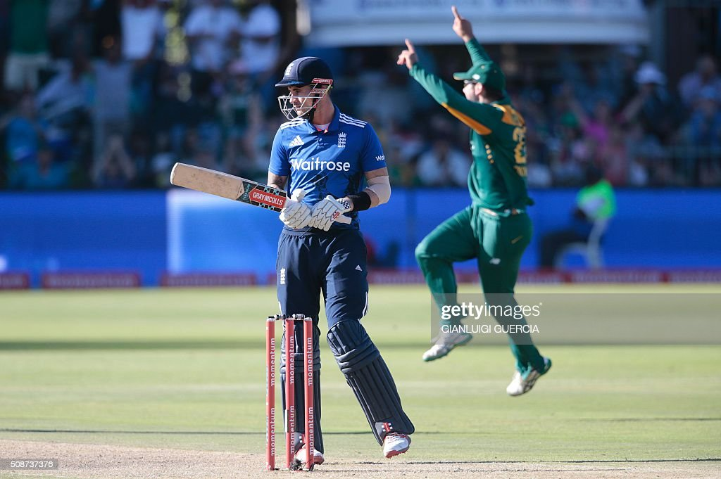 South African players celebrates the dismissal of England's batsman Alex Hales (L) during the second One Day International match between England and South Africa at Saint George's park on February 6, 2016 in Port Elizabeth, South Africa. / AFP / GIANLUIGI GUERCIA