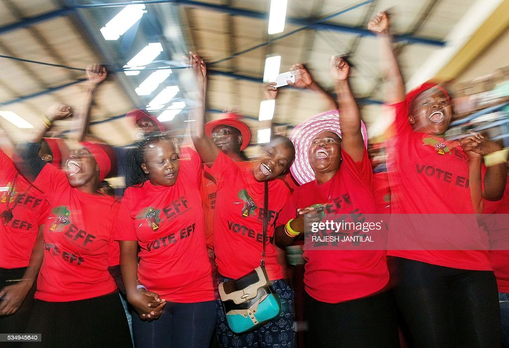 South African radical leftist opposition party Economic Freedom Fighters supporters cheer as they attend a municipal election campaign rally at the Chief Albert Luthuli hall on May 28, 2016 in Groutville, south of Durban, South Africa. A / AFP / RAJESH